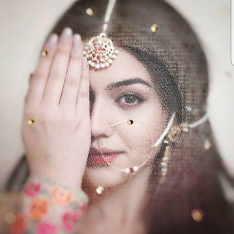 Zara Noor Abbas as Feroza dewar-i-shab