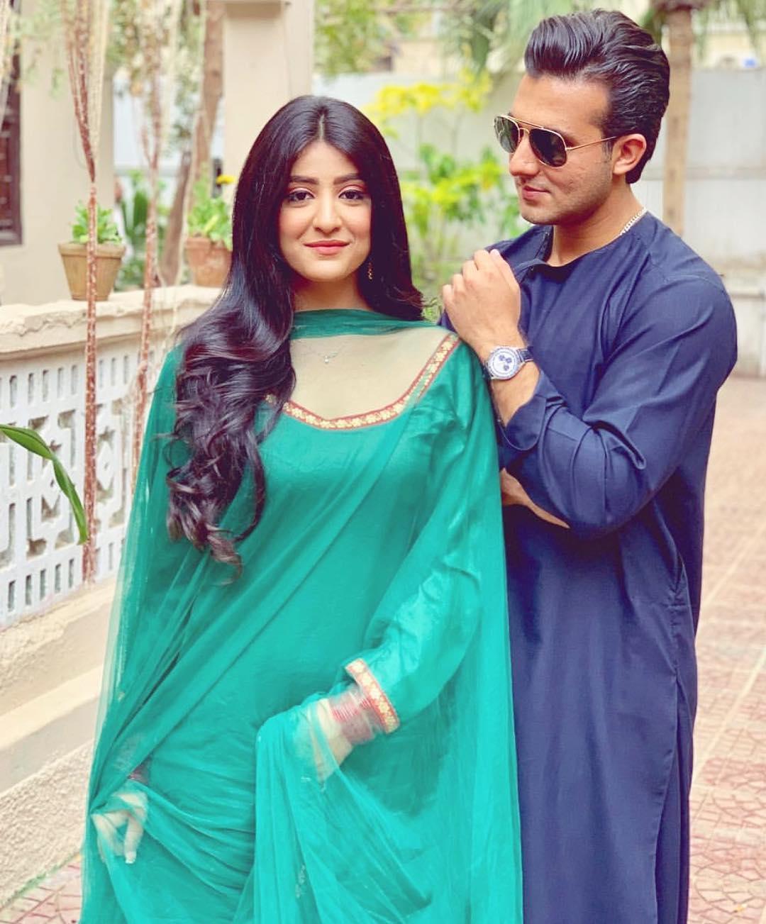 Sarah Elahi and shehroz sabzwari in dewar-e-shab